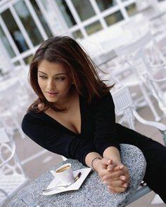4c6f1a3ad Aishwarya Rai Bachchan Aishwarya Rai, Bollywoodske Herečky, Žena,  Celebrity, Krásne Ženy,