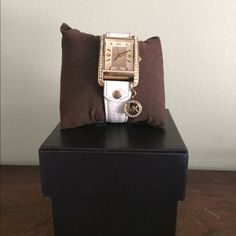 Michael kors white leather watch Beautiful watch! Hardly worn looks new! Bought for 325 Michael Kors Accessories Watches