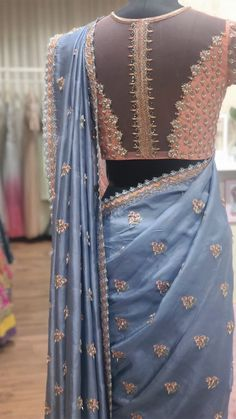 Saree Blouse Neck Designs, Saree Blouse Patterns, Designer Blouse Patterns, Indian Dresses, Indian Clothes, Indian Designer Outfits, Fancy Sarees, Saree Styles, Indian Fashion