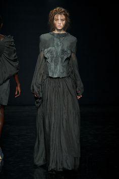 Yiqing Yin Automne-hiver 2012-2013 - Haute couture - http://fr.flip-zone.com/fashion/couture-1/independant-designers/yiqing-yin-2974