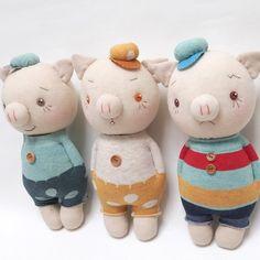 Pig - three little pigs Fabric Animals, Sock Animals, Sewing Stuffed Animals, Stuffed Toys Patterns, Sock Crafts, Sock Dolls, Sewing Toys, Diy Doll, Handmade Toys