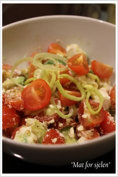 Gresk Tomatsalat... Lchf, Sugar Free, Spaghetti, Paleo, Low Carb, Gluten Free, Ethnic Recipes, Food, Glutenfree