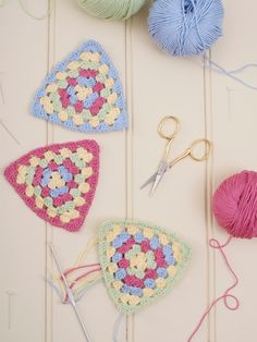 Simple & Fresh Granny Triangle <3 these colours ! & instructions in UK terms