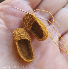 Posts about Wee Folk written by Salley Mavor Fairy Shoes, Felt Fairy, Tiny Dolls, Felt Patterns, Sewing Dolls, Waldorf Dolls, Doll Shoes, Felt Dolls, Doll Crafts