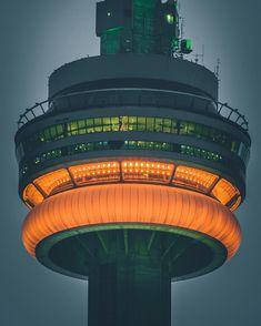 17 dazzling photos of Toronto at night Toronto Skyline, Downtown Toronto, Toronto City, Visit Toronto, Toronto Ontario Canada, Torre Cn, Toronto Cn Tower, Toronto Location, Toronto Photography