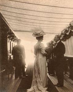 Black White Photos, Black N White, House Of Romanov, Alexandra Feodorovna, Imperial Russia, Daguerreotype, Queen Victoria, Royal Fashion, Vintage Photography