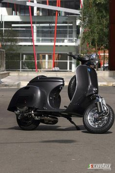 1000 images about vespa on pinterest vespas vespa gts for Garage scooter nice