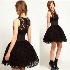 vestido de renda curto rodado preto sem manga