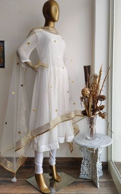 Discover recipes, home ideas, style inspiration and other ideas to try. Pakistani Outfits, Pakistani Dress Design, Indian Outfits, Designer Anarkali Dresses, Designer Dresses, Designer Wear, Dress Indian Style, Indian Dresses, Frock Fashion