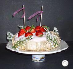 Coisas simples são a receita ...: Pavlova com chantilly de morangos