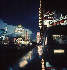 Vintage Las Vegas - Fremont Street at night lit up by gambling casino neon signs. Location: Las Vegas, NV, US Date taken: February 1961 Nocturne, Luxor, Neon Licht, Fremont Street, Cocktails, Hotels, Las Vegas Nevada, Sin City, Life Pictures