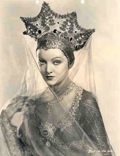Oh God, this is wonderful. Myrna Loy, 1920s.