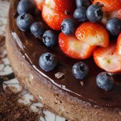 Maikin mokomin: Kookoksinen lime–avokadokakku limekuorrutteella ja pistaasipähkinöillä