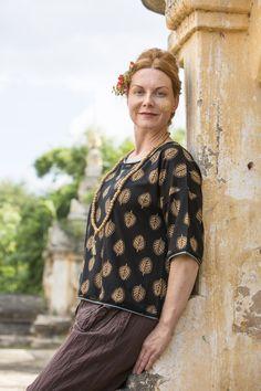 """Gudrun Sjödéns Sommerkollektion 2016 - Das Shirt """"Thanaka"""" aus Lyocell/Elasthan ist ein schlichtes Modell mit überschnittenen Schultern und kontrastfarbigen Kanten. Kaufe dein neues Trikotshirt """"Thanaka"""": http://www.gudrunsjoeden.de/mode/produkte/pullover-shirts"""