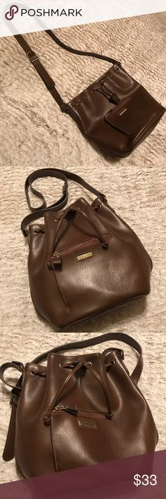 Perry Ellis Cross Body Bag Perry Ellis Cross Body Bag. Like New! Nice enough for a 🎁 gift. Leather with a drawstring top closure. Inside zipper pocket. Adjustable strap that can be worn long or short. Fabulous Style❤️ Perry Ellis Bags Crossbody Bags