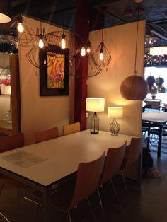 Showroom winkel .Keuze uit meer dan 3000 artikelen in verlichting in onze webwinkel . Ook meubels, maar die kan je alleen maar bezichtigen en bestellen in onze winkel ( schilderijen, eettafel stoelen , eettafels , banken ) . . Home interior lights / ONLINE SHOP : click on this LINK ( www.rietveldlicht.nl ) Verzendkosten gratis .