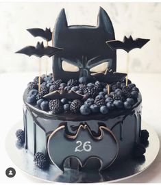 If you could be any superhero who would you be regrann from 🖤 chocolate batman superhero cake layercake… Fancy Cakes, Cute Cakes, Pretty Cakes, Beautiful Cakes, Amazing Cakes, Bolo Tumblr, Batman Cakes, Superhero Cake, Drip Cakes