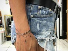 Handgelenk Armband Tattoos - Tattoo Ideen - Tattoos and Piercings - Tato Finger Tattoos, Body Art Tattoos, New Tattoos, Tatoos, Fashion Tattoos, Tattoo Drawings, Tribal Tattoos, Thumb Tattoos, Triangle Tattoos