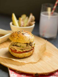 Pulled Chicken Burger mit Basilikum Pesto - Lunch For One