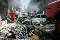 A Homs, en Syrie, les secours tentent de s'organiser peu après une explosion à la voiture piégée le 29 avril 2014 30 avril 2014