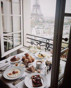 Shangri-La Hotel, Paris via Tara Milk Tea Hotel Paris, Paris Hotels, Paris Paris, Breakfast And Brunch, Hotel Breakfast, Breakfast In Paris, Breakfast Tables, Morning Breakfast, Perfect Breakfast