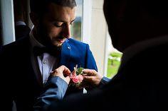Photographe mariage pau pays basque biarritz bayonne chateau de franqueville préparatifs marié boutonnière