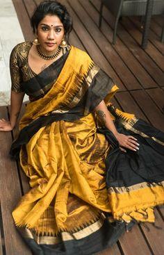 Bold and beautiful Elegant Indian Saree Press VISIT link above for more options Trendy Sarees, Stylish Sarees, Silk Saree Kanchipuram, Kalamkari Saree, Kanjivaram Sarees, Blouse Designs Catalogue, Modern Saree, Indian Silk Sarees, Silk Saree Blouse Designs