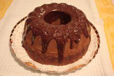 Ciambellone con cuore di nutella e ricoperto con cioccolato fondente.