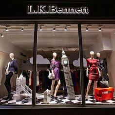 London calling #storewindows #vm #visualmerchandising #visualmerchandiser #merchandising #lkbennett #windowdisplay #retaildesign #vmdaily Pic via @vistavisualgroup