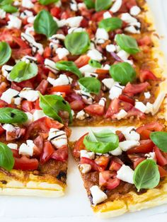 Flatbread Caprese Pizza - super easy and fast to make! Crisp pastry brushed with pesto and topped with tomatoes, mozzarella, and basil leaves.
