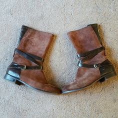 UGG DEANNA Brown Leather Boots size 9 UGG DEANNA brown leather boots. These boots are awesome! Size US 9 EURO 40. Excellent condition Gently worn. UGG Shoes