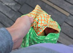 While Origami Oasis certainly was designed with children in mind, I wanted to share a project with you today, The Bento Bag, that really plays on the Origami theme, and that I created with a bit mo… Diy Sewing Projects, Sewing Ideas, Sewing Crafts, Bread Bags, Backpack Purse, Cute Bags, Creative Words, Craft Kits, Bento
