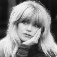 <a href='/name/nm0000443/?ref_=m_ttmi_mi_tt'>Goldie Hawn</a> in <a href='/title/tt0099141/?ref_=m_ttmi_mi_tt'>Птичка на проводе</a> (1990)