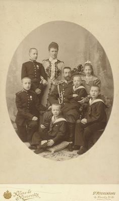 Petersburg - Grand Duke Constantine Constantinovich with his family Prince Igor, Princesa Elizabeth, Romanov Sisters, Constantino, House Of Romanov, Bathing Costumes, Tsar Nicholas, Grand Duke, Imperial Russia