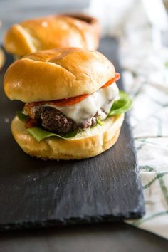 4 Points About Vintage And Standard Elizabethan Cooking Recipes! These Juicy Beef Patties Are Covered In Pizza Sauce, Cheese, And Pepperoni. These Pizza Burgers Are Always A Hit Sandwich Recipes, Pizza Recipes, Grilling Recipes, Beef Recipes, Vegetarian Recipes, Mince Recipes, Sandwich Ideas, Hamburger Recipes, Yummy Recipes