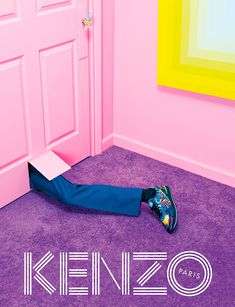 « After a countdown week of teaser Gifs, we are excited to finally reveal the Kenzo Fall/Winter 2014 campaign, our third collaboration with the trio from Toiletpaper Magazine! The Kenzo Fall-Winter 2014 campaign takes us on a mysterious journey to an. Foto Fashion, Fashion Art, Editorial Fashion, Fashion News, Fashion Design, Parisian Fashion, Trendy Fashion, Fashion Brands, Parisian Style
