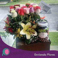 Combinaciones hermosas transformadas en arreglos florales espectaculares. #UnHermosoDetalle #UnaOcasionEspecial #EnviandoFlores #Flores #ArreglosFlorales #CanastasFlorales  Visita nuestra página: http://ift.tt/28ZnP63