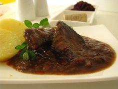 Hovädzie medajlónky v brusnicovo-vínovej omáčke Modern Food, Steak, Vegetarian, Beef, Meat, Steaks, Ox, Ground Beef, Kitchen Modern