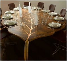 Blattform-Tisch