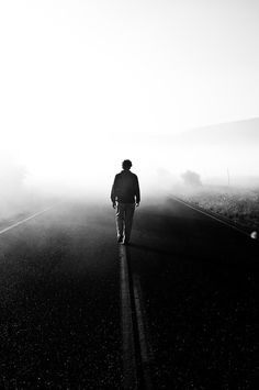 Photography of People Walking Away Alone Photography, Boy Photography Poses, Dark Photography, Creative Photography, Black And White Photography, People Photography, Boys Wallpaper, Nature Wallpaper, Hawke Dragon Age