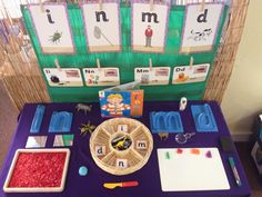 Interactive phonics tables: this would be a good provocation idea for the writing center in the library. I would like to see Culturally Responsive Alphabet cards utilized. Preschool Phonics, Learning Phonics, Phonics Reading, Jolly Phonics, Phonics Activities, Learning Letters, Literacy Activities, Phase 2 Phonics, Phonics Display