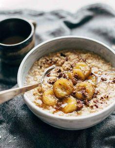 Caramelized Banana Oatmeal recipe - Creamy oatmeal with bananas in a maple syrup/coconut oil glaze. No refined sugar! The Oatmeal, Oatmeal Diet, Oatmeal Pancakes, Oatmeal Cookies, Healthy Breakfast Recipes, Easy Healthy Recipes, Brunch Recipes, Porridge Recipes, Oatmeal Recipes