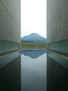 Mt. Hoki-fuji from Shoji Ueda Museum of Photography in Houki - Tottori, Japan / 1995 / Shin Takamatsu