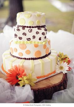 A whimsical and fun 4 tier wedding cake from Lowes. From Halley and Dusty's crafty lime green and orange country wedding. Photo: Chelsea Nicole Photography
