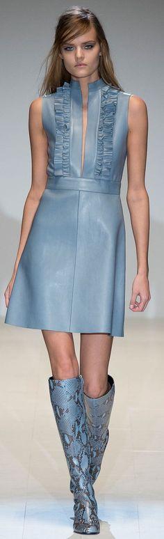 Gucci 2014 #vestido #evasê #decote #gola #babado #azul #botas