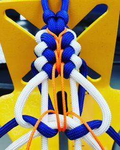 Najlepších 12 #paracord #paracordbracelet # vonku # outdoorgear #nikon #nikonphotography #paracordbracelets # paracord550 # 550cord #bracelet # bracelets… - SkillOfKing.Com Paracord Braids, Paracord Knots, Paracord Keychain, Paracord Bracelets, Paracord Tutorial, Bracelet Tutorial, Thread Bracelets, Paracord Projects, Bracelet Patterns
