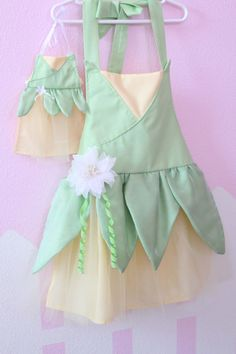 Princess and the Frog Tiana inspired apron by ThreeDutchDivas Disney Aprons, Disney Dress Up, Princess Aprons, Princess Dress Up, Princess Party, Dress Up Aprons, Dress Up Outfits, Sewing For Kids, Baby Sewing
