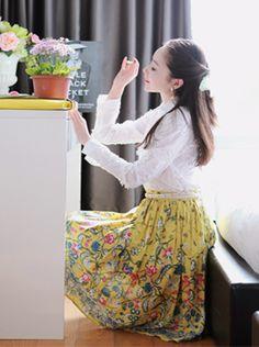Today's Hot Pick :浪漫清新配色印花短裙 http://fashionstylep.com/SFSELFAA0010722/sooa1216cn/out 打翻春天的调色盘,女人花开绽放~^^~万物复苏的春天,印花元素也变得更加多姿多彩,这款短裙上的印花精致细腻,颜色清新亮丽,层次分明~它是打造浪漫风格的最佳小伙伴,MM们快快穿上来迎接明媚阳光吧! -短裙 -印花 -松紧腰 -2色可选 -浪漫清新