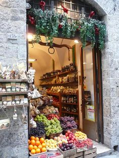 Siena Fruit Shop    Location Florence, Italy