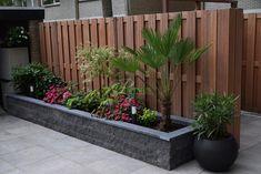 Awesome Raised Garden Bed Ideas For Backyard Landscaping Back Gardens, Small Gardens, Outdoor Gardens, Backyard Patio Designs, Backyard Landscaping, Backyard Ideas, Front Garden Landscape, Back Garden Design, Sloped Garden